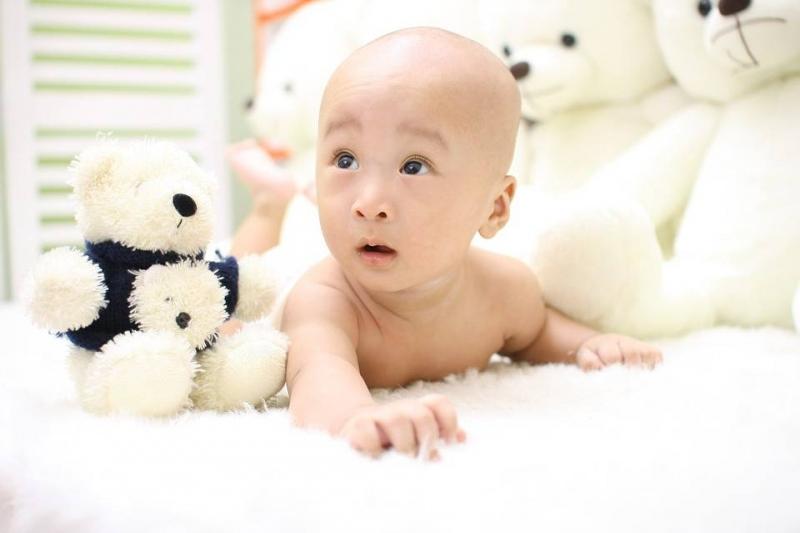 宝宝凉到肚子有哪些症状宝宝肚子着凉的预防